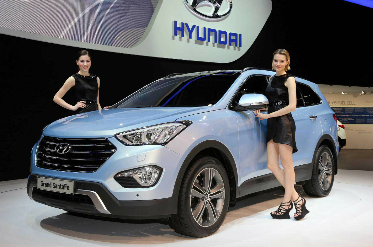 hyundai launched grand santa fe to european customers in geneva muscle cars zone. Black Bedroom Furniture Sets. Home Design Ideas