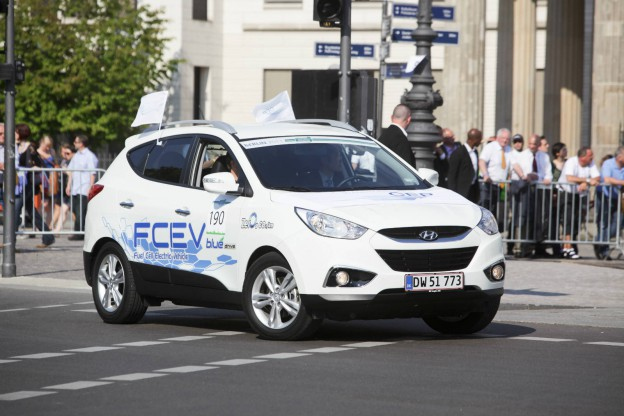 EU Officials Will Drive Hyundai ix35 Fuel CellEU Officials Will Drive Hyundai ix35 Fuel Cell 1