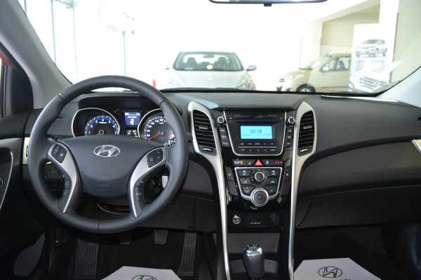 2013 hyundai i30 black interior cockpit