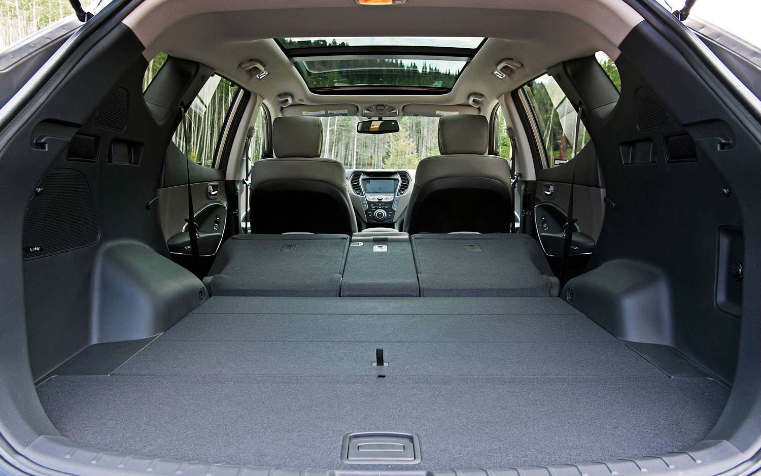 The 2013 Hyundai Santa Fe Sport Entered To The Ward S 10 Best Interiors Muscle Cars Zone