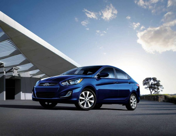 2013_hyundai accent sedan 2