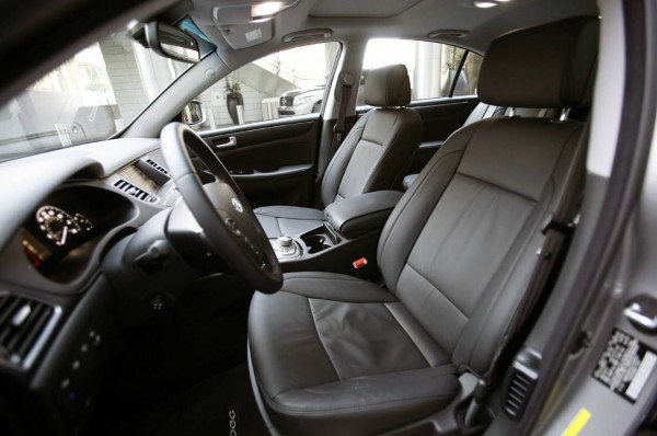 hyundai genesis sedan 5.0 r-spec interior 10