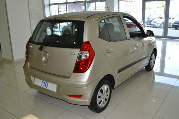 hyundai i10 showroom photo 4