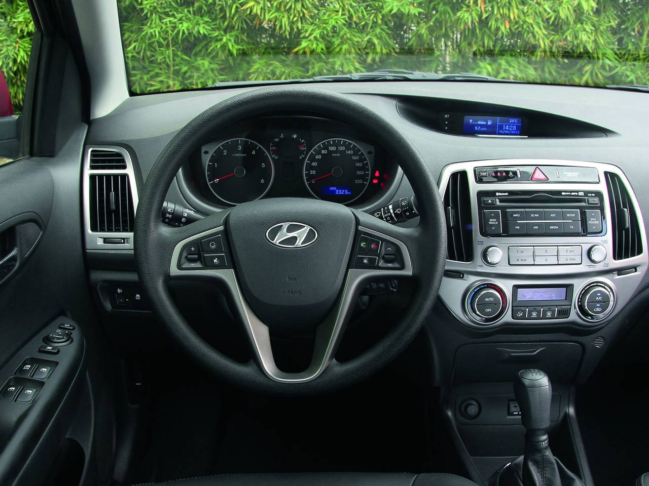 Hyundai i20 2013 interior muscle cars zone for Interior hyundai i20