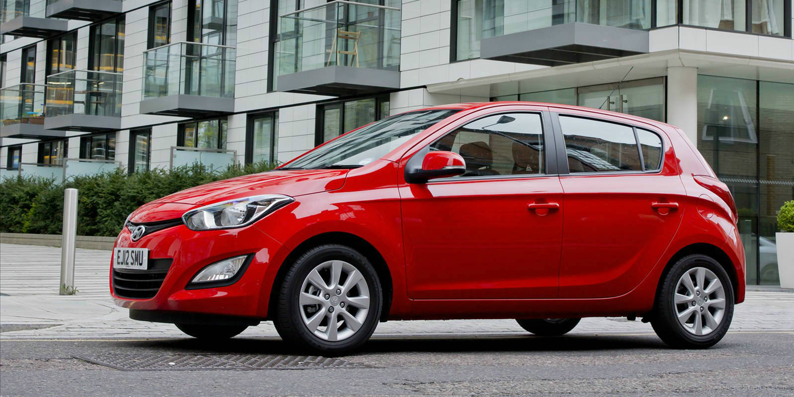 hyundai i20 2013 side 2
