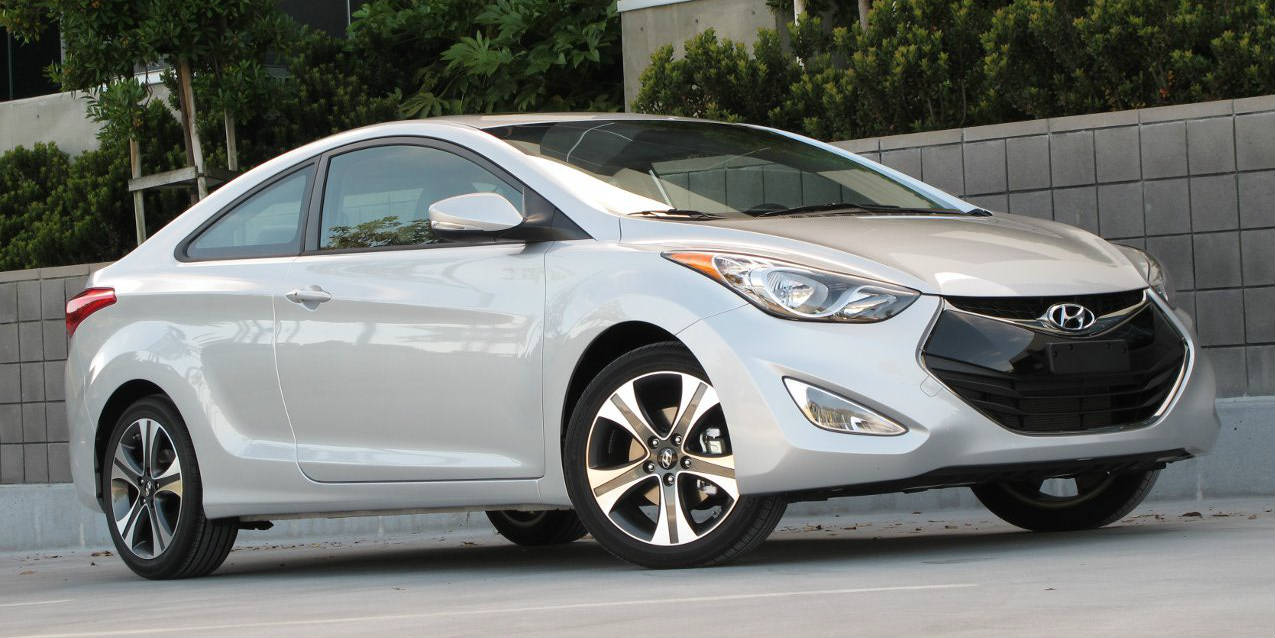 2013 Hyundai Elantra Coupe Front Three Quarters View f