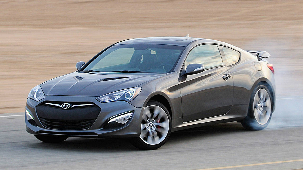 the 2013 hyundai genesis coupe 2 0t r spec vs 2013 scion fr s review let the games begin. Black Bedroom Furniture Sets. Home Design Ideas
