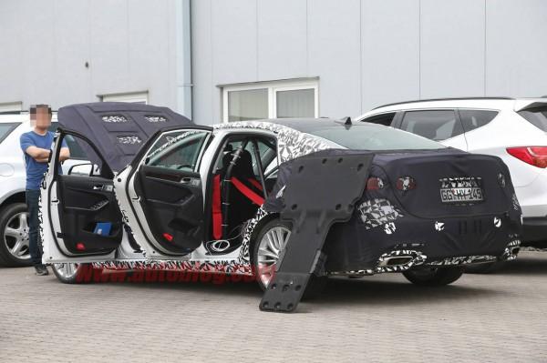 2014 genesis sedan spy shots open doors