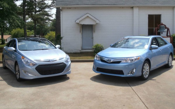 Hyundai Sonata Hybrid VS Toyota Camry