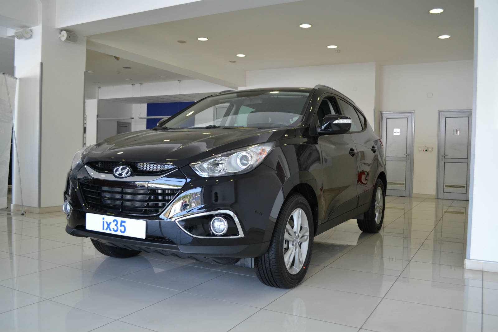 The Hyundai Tucson Known As Ix35 On Some Markets It S A New Breathtaking Vehicle Is 10 Cm Larger Than Nissan Qashqai Roque And Ford Escape