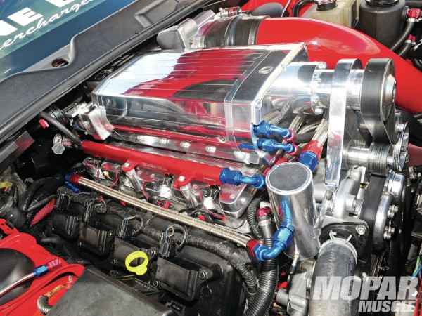 2009-dodge-challenger-srt8-engine