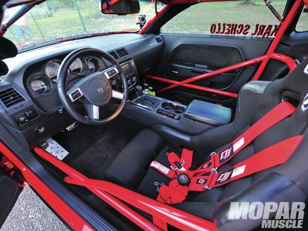 2009-dodge-challenger-srt8-interior