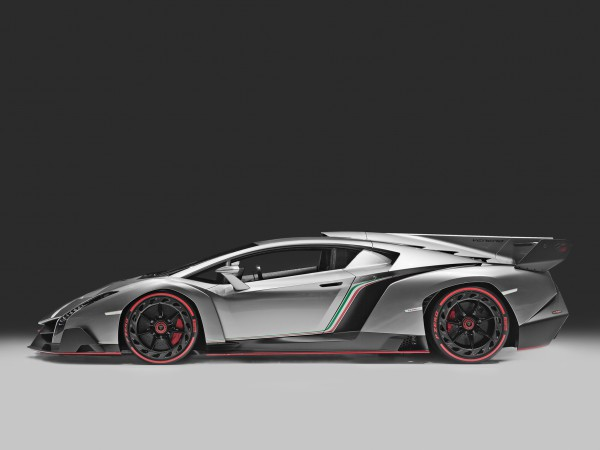 Lamborghini Veneno on track