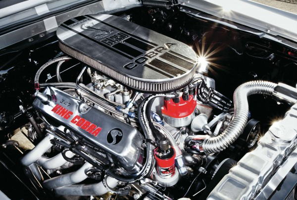 1968-ford-mustang-fastback+engine-view