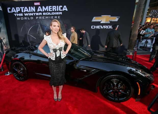 2014-corvette-stingray-captain-america-scarlett-johansson