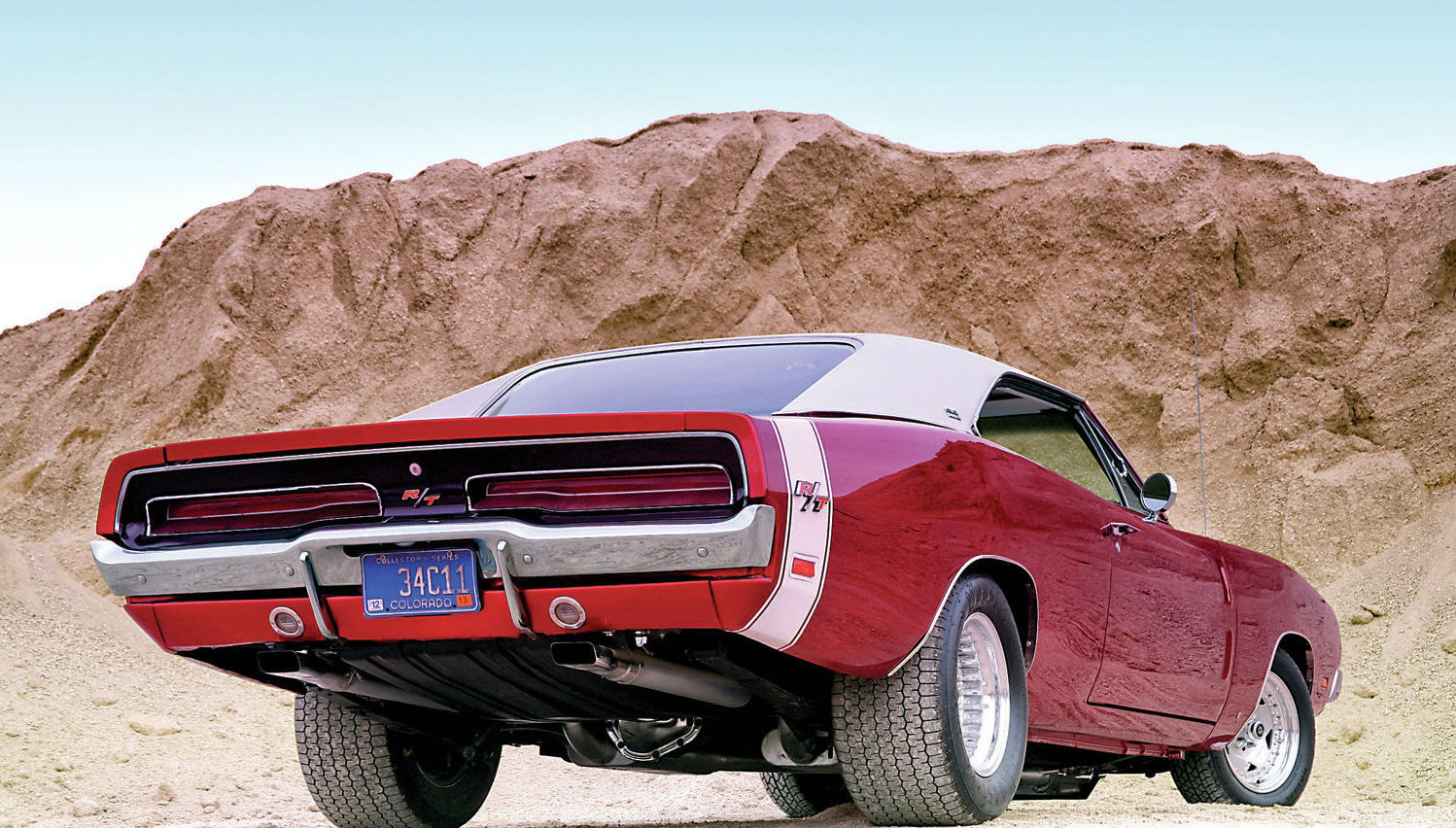 1969-dodge-charger-se-rt-tail-view