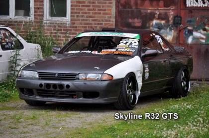 Drifting Nissan Skyline R32