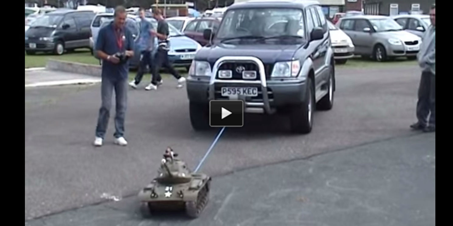 RC T34 russian tank towing suv