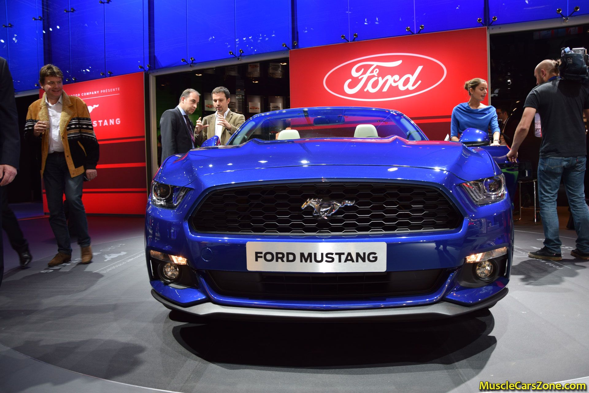 2015 ford mustang convertible 2014 paris motor show 3 - Ford Mustang 2015 Blue