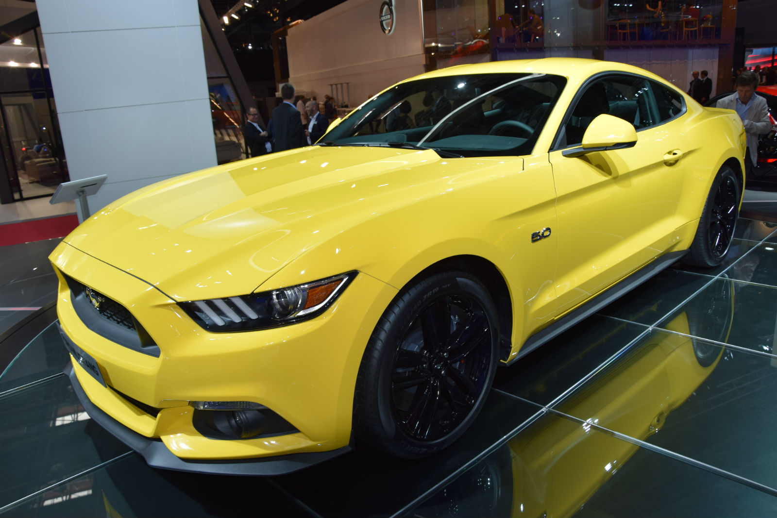 2015 ford mustang on paris motor show 15 muscle cars zone. Black Bedroom Furniture Sets. Home Design Ideas