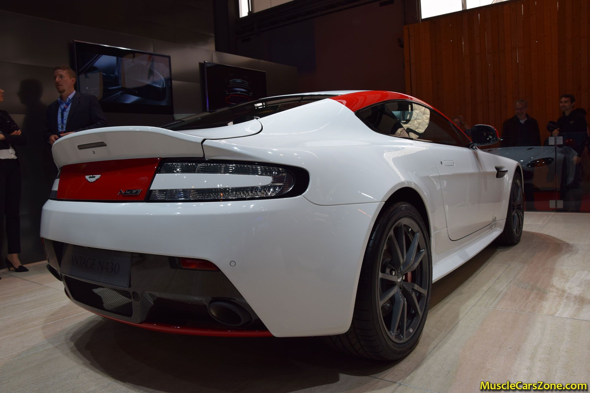 aston martin vantage r430 2014 paris motor show 5 muscle cars zone. Black Bedroom Furniture Sets. Home Design Ideas