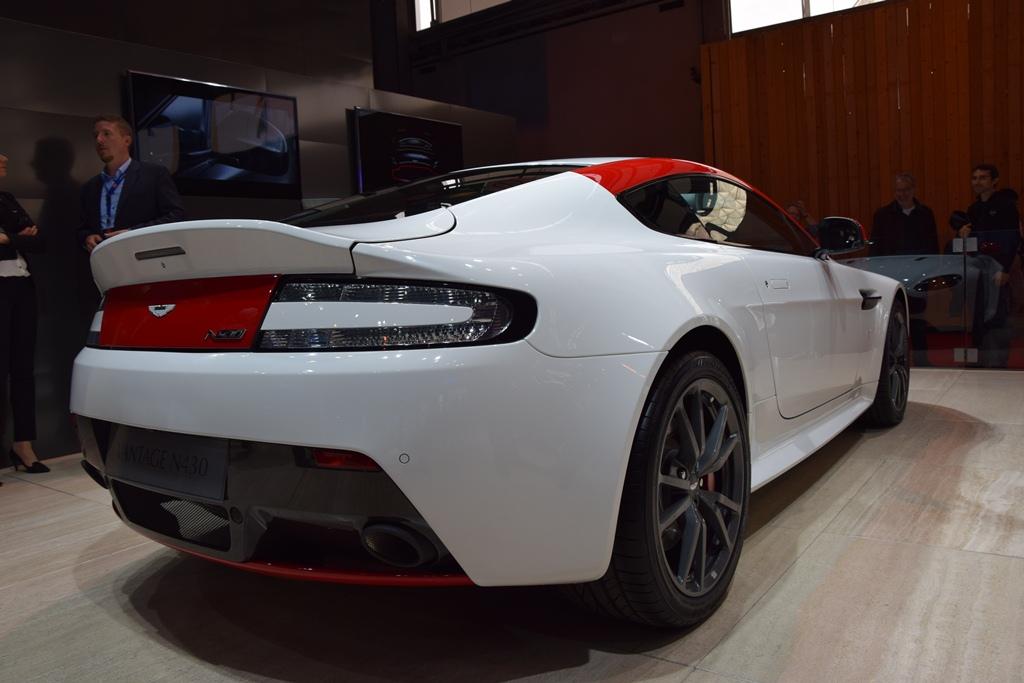 ASTON MARTIN VANTAGE Paris Motor Show 2014 5