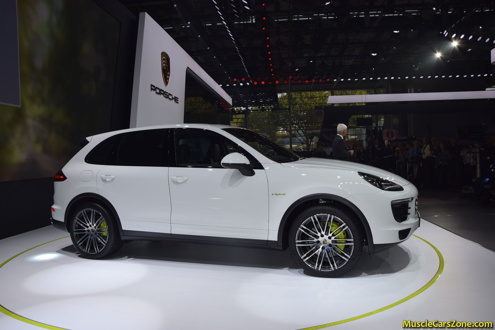 porsche cayenne e hybrid 2014 paris motor show 10 muscle. Black Bedroom Furniture Sets. Home Design Ideas