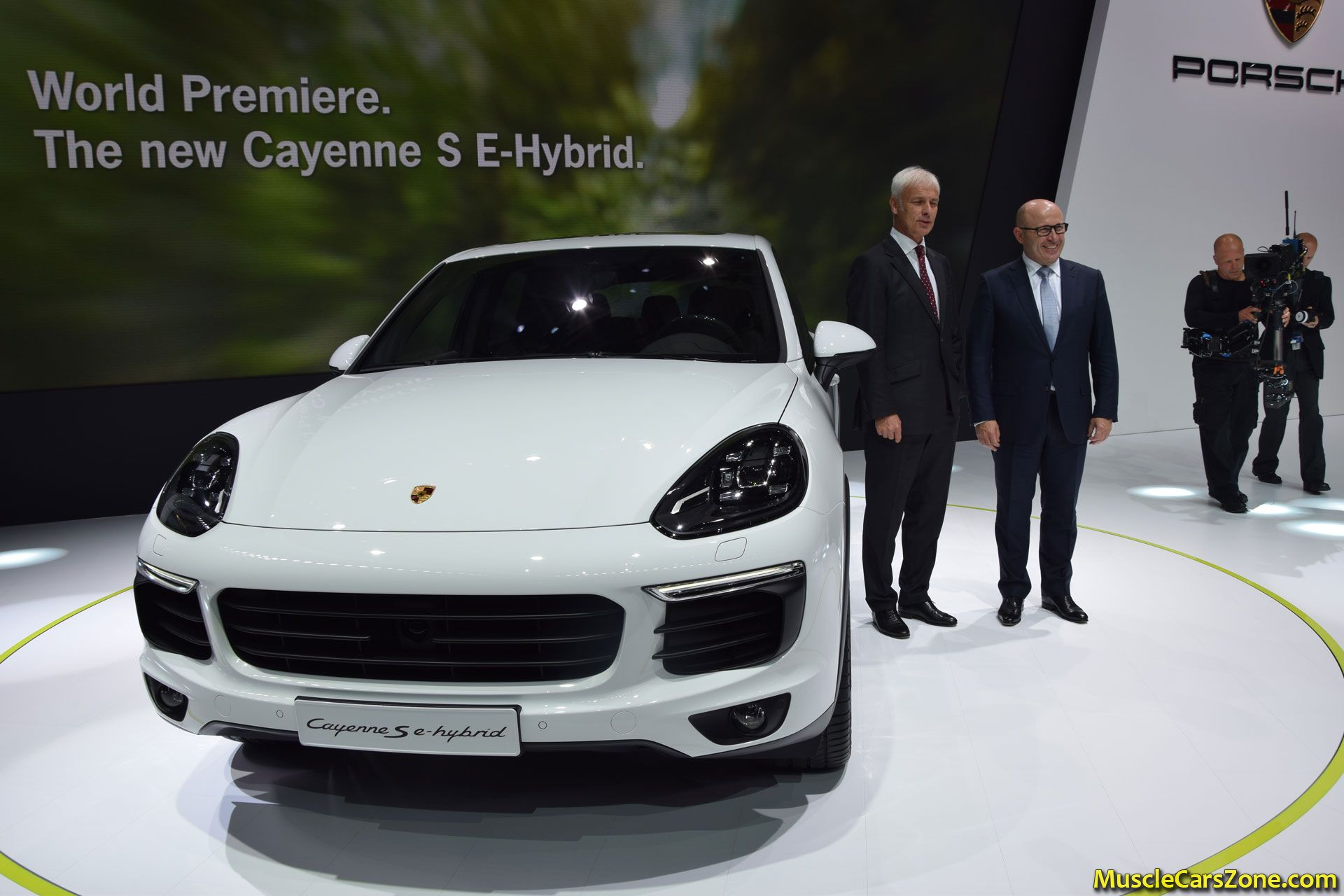 porsche cayenne e hybrid 2014 paris motor show 16 muscle cars zone. Black Bedroom Furniture Sets. Home Design Ideas