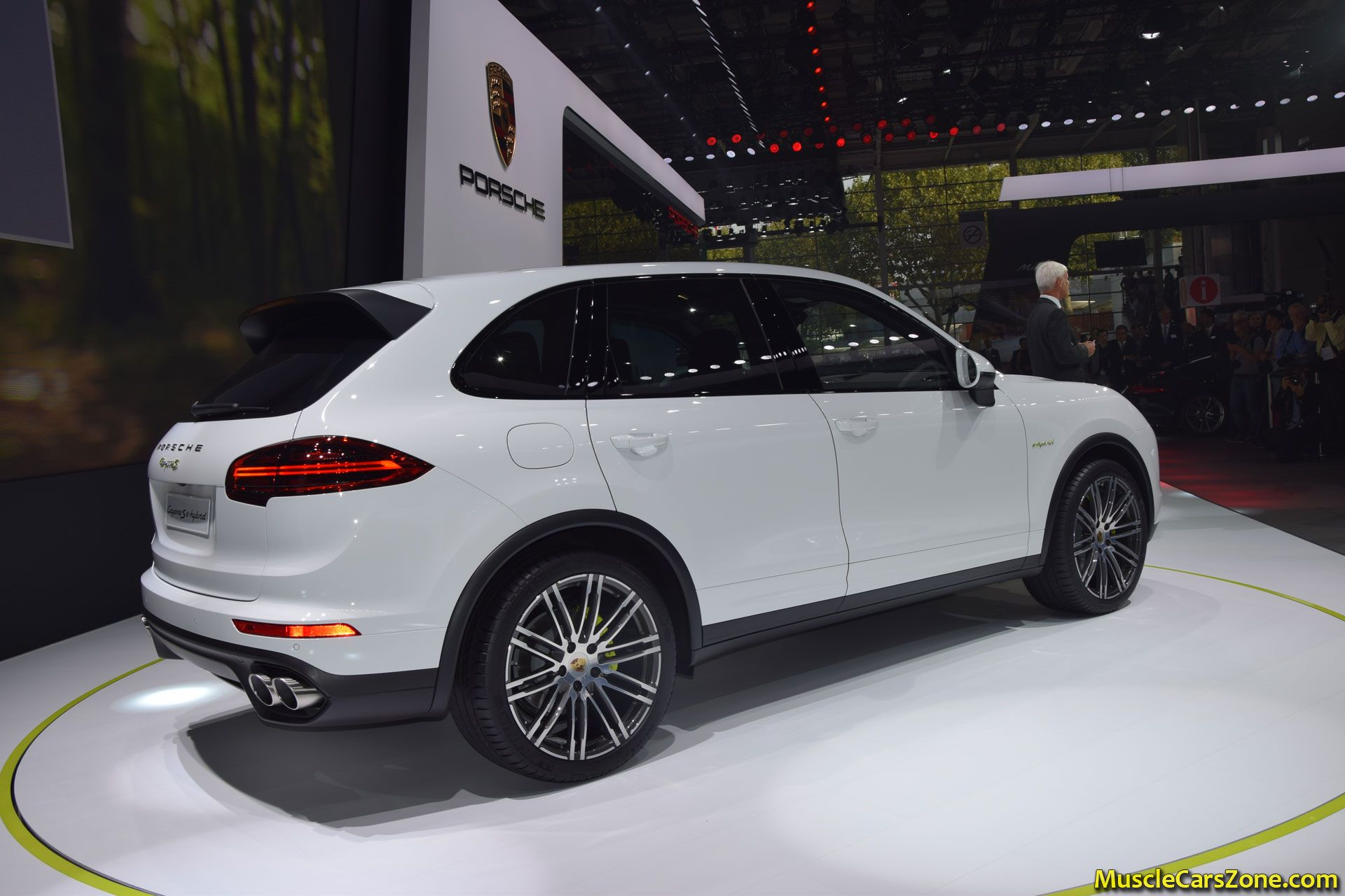 porsche cayenne e hybrid 2014 paris motor show 9 muscle. Black Bedroom Furniture Sets. Home Design Ideas