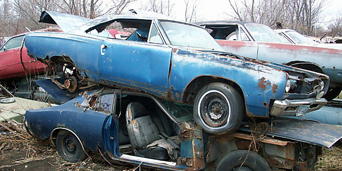 1968_Plymouth_Roadrunner_blue_junkyard abandoned muscle cars