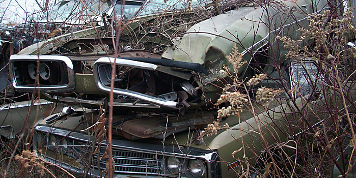 1970_Dodge_Super_Bee_junkyard abandoned muscle cars