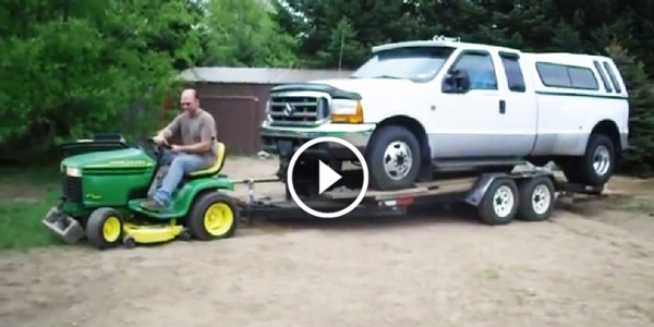 Can You Believe This John Deere Small Lawn Tractor Pulls