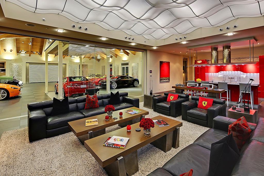 This House Hides A Massive Car Garage Fulfilled With Porsches