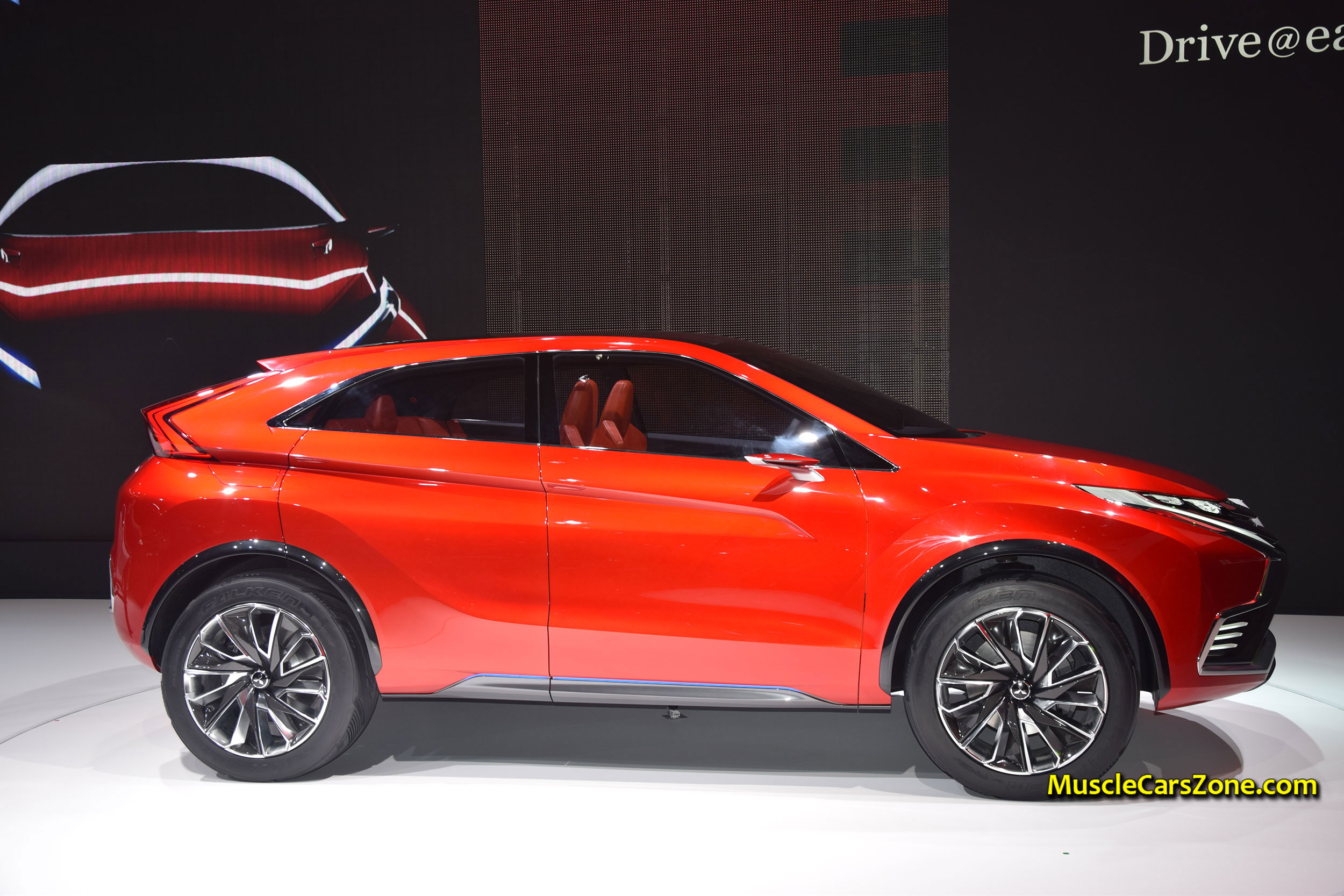 PREMIERE Of The MITSUBISHI PlugIn Hybrid Crossover Concept XR
