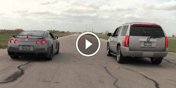 """Nissan GTR vs Cadillac Escalade In A 3 Honk """"STREET"""" RACE Which One Is Faster 2"""