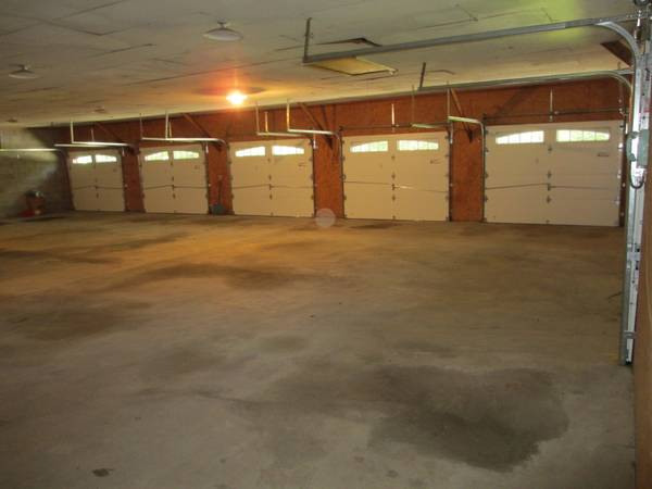 20 car garage for all of your toys is up for sale price for Garage low cost auto