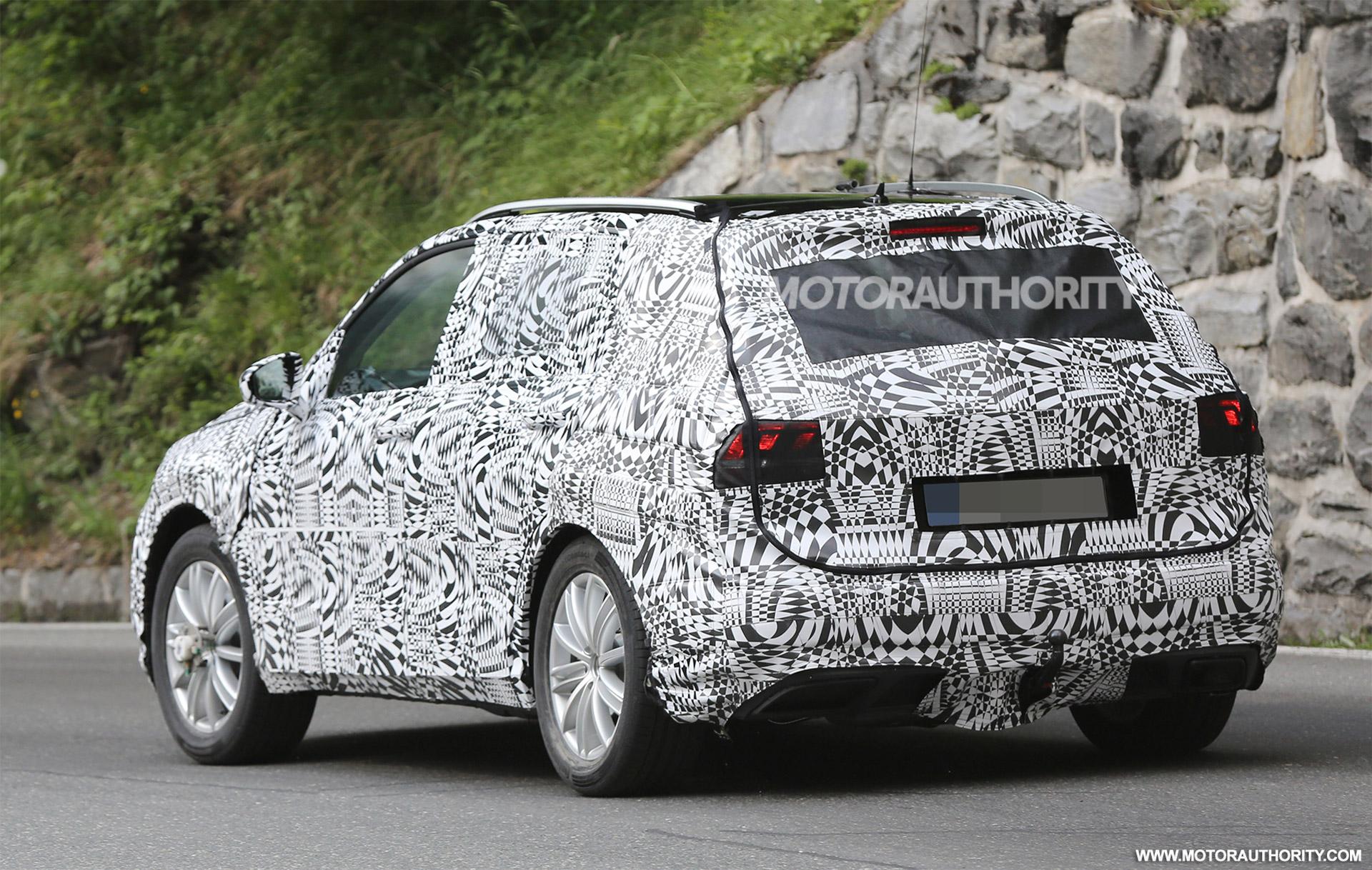 2018 Volkswagen Tiguan Spy Shots 4