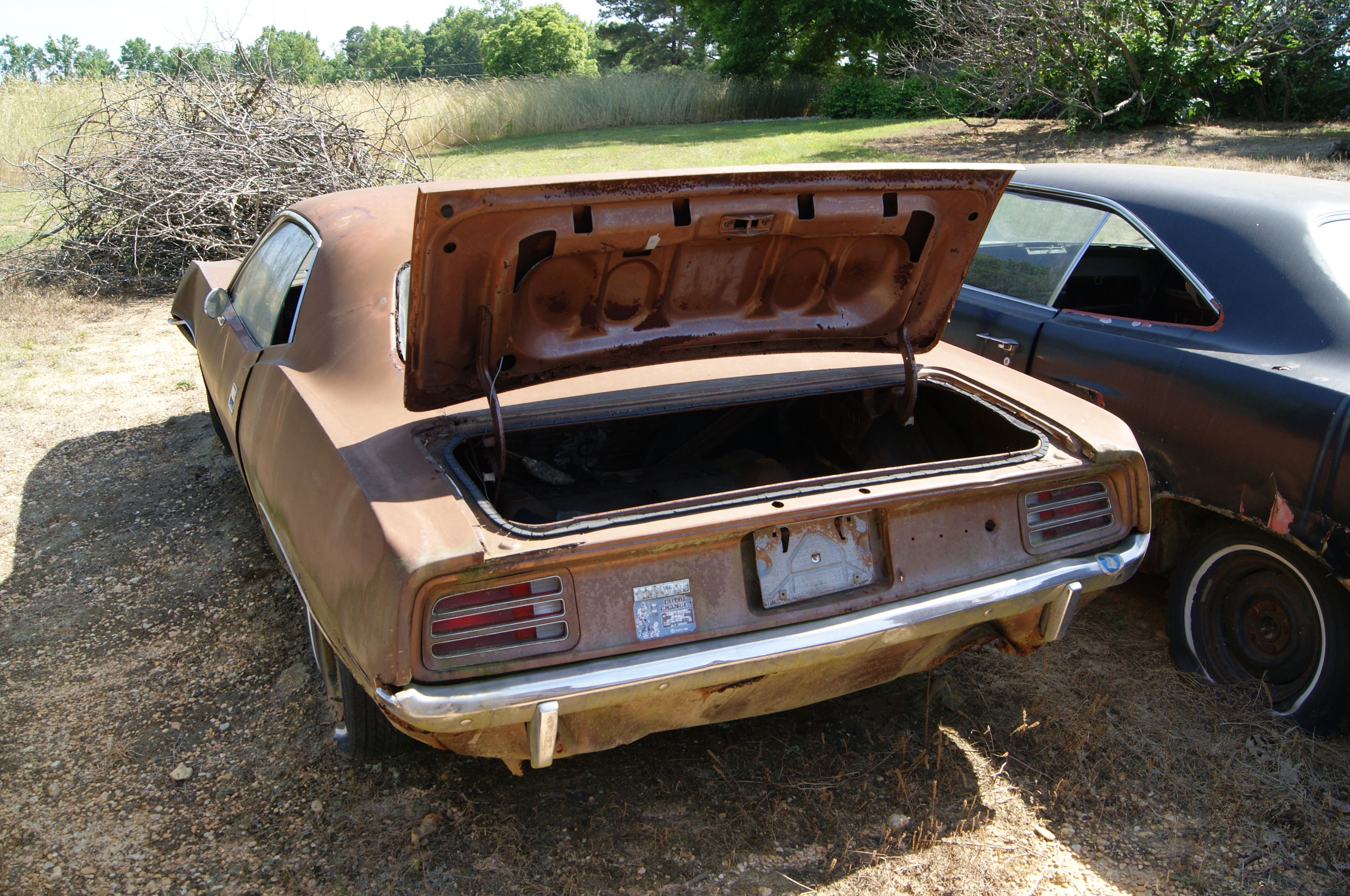 CAROLINA HILLS BARN FIND 1968 Road RUNNER, 1965 BARRACUDA 15