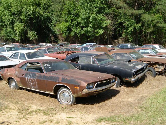 CAROLINA HILLS BARN FIND 1968 Road RUNNER, 1965 BARRACUDA