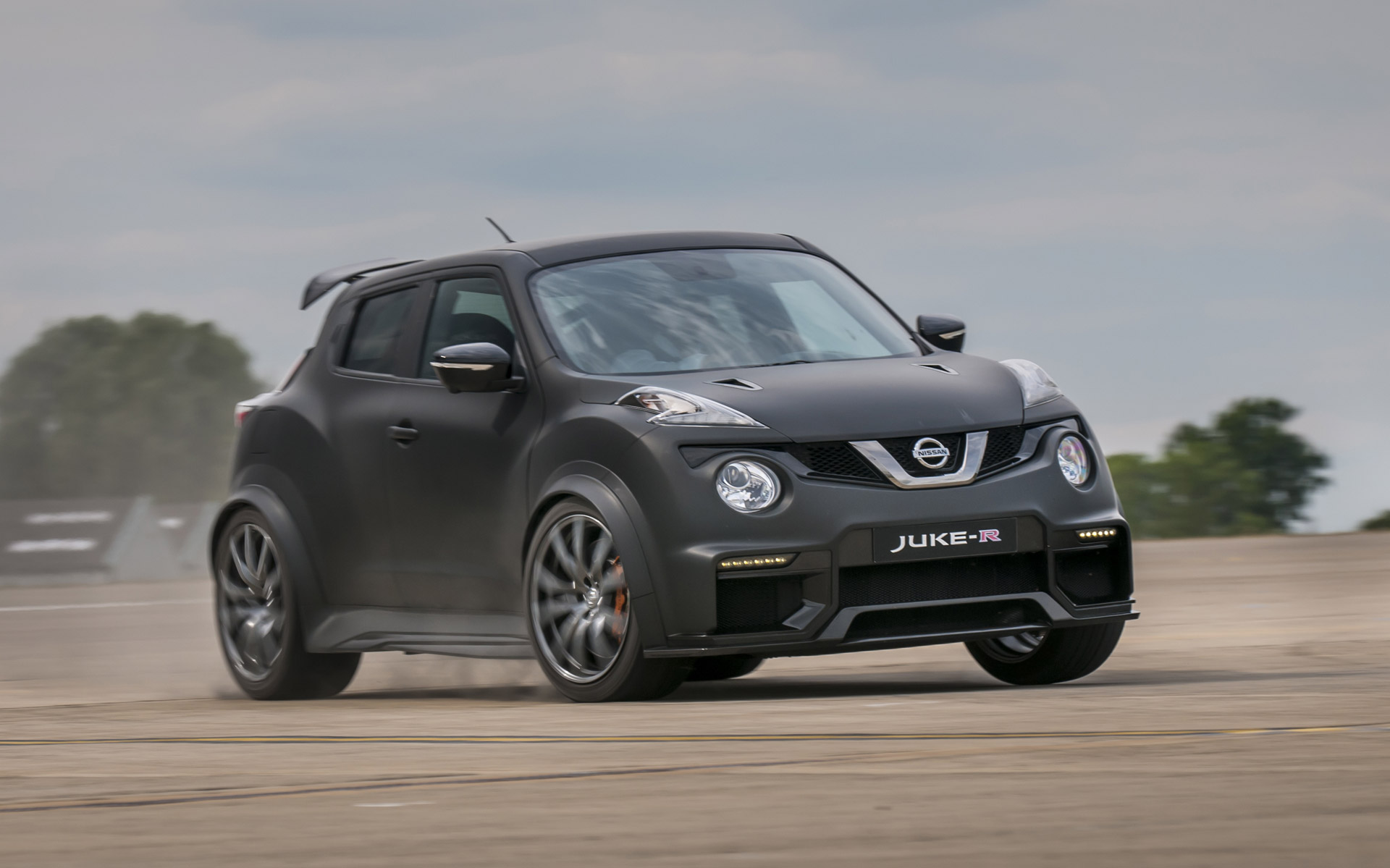 NISSAN Unveiled 600HP Edition Of The Nissan Juke-R 2.0 1