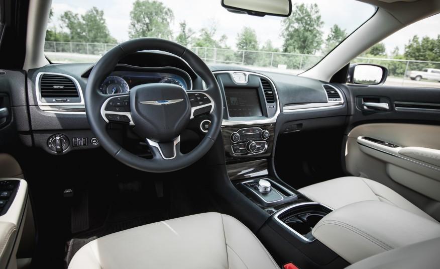 The 2015 Chrysler 300 V-6 AWD 9