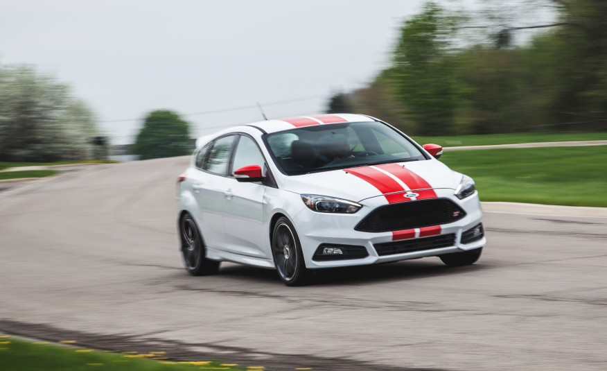 2015 FORD FOCUS ST! An EXCELLENT MODEL With NO-SEASON TIRES 1