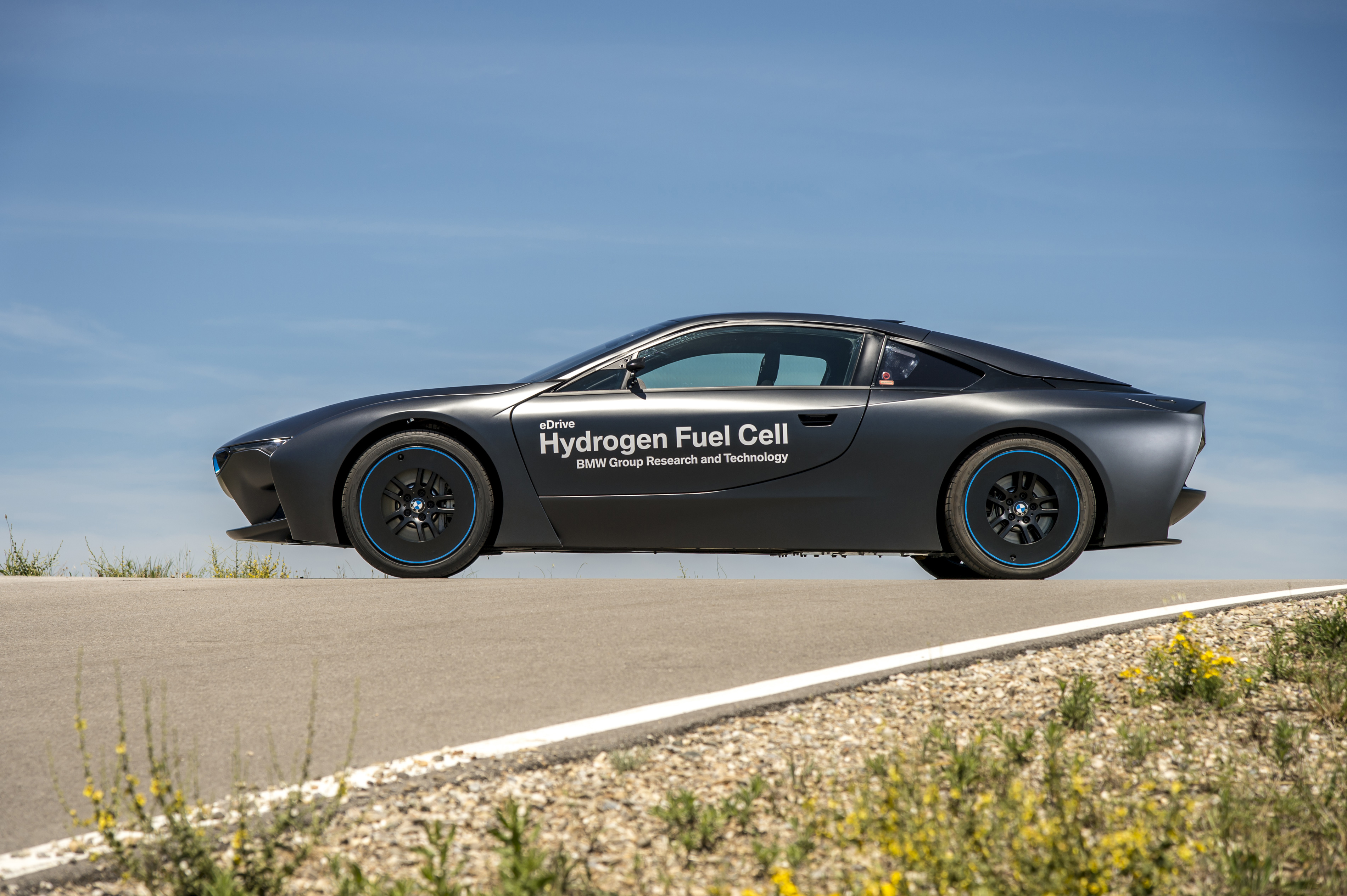 BMW REVELAS The First Hydrogen Fuel Cell Cars! Take A Look At The MARVELOUS i8 Prototype & The 5 Series GT 15