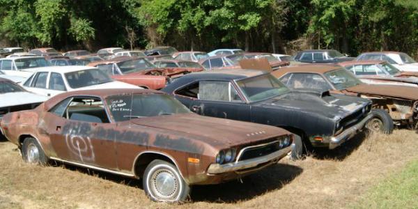 CAROLINA-HILLS-BARN-FIND-1968-Road-RUNNER-1965-BARRACUDA