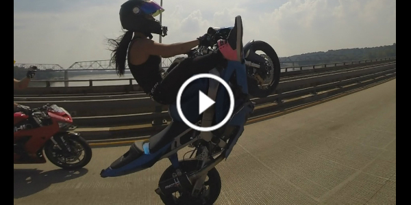 Girl Performs HIGHWAY WHEELIES With Her Motorcycle - KAWASAKI Ninja ZX 636 ZX6R 223