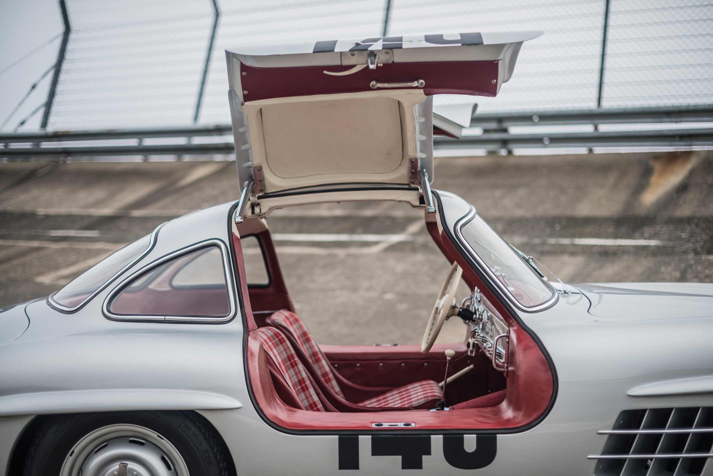 MERCEDES GULLWING 1955 Goes On Auction In December cover