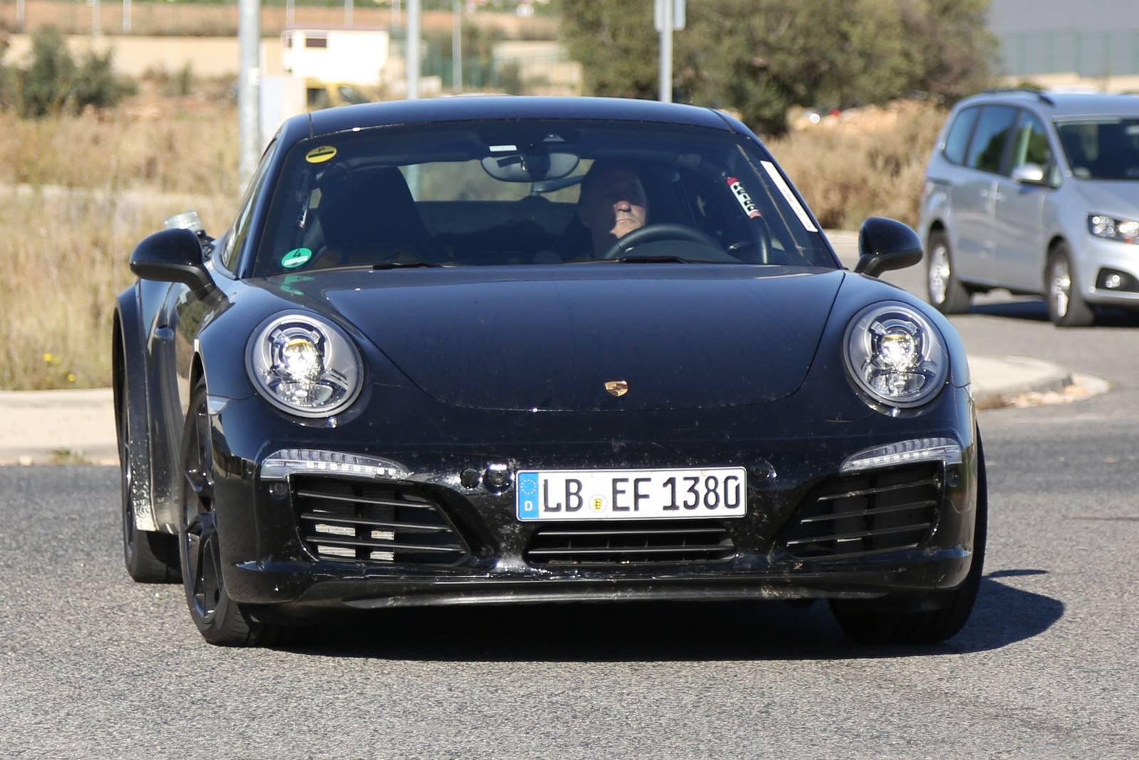 2018 Porsche 911 Spy Images 1