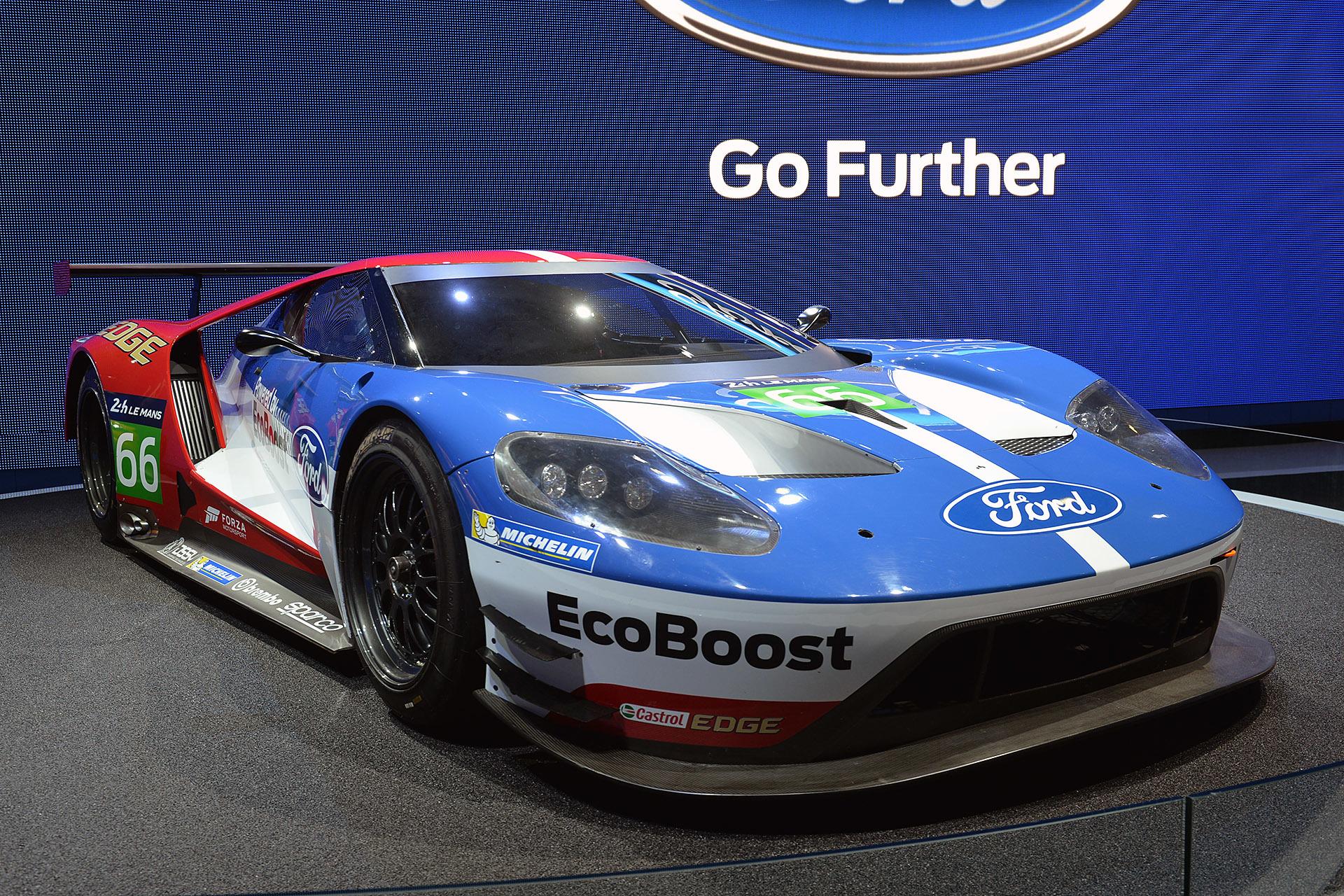 ford gt races la auto show 2015 4