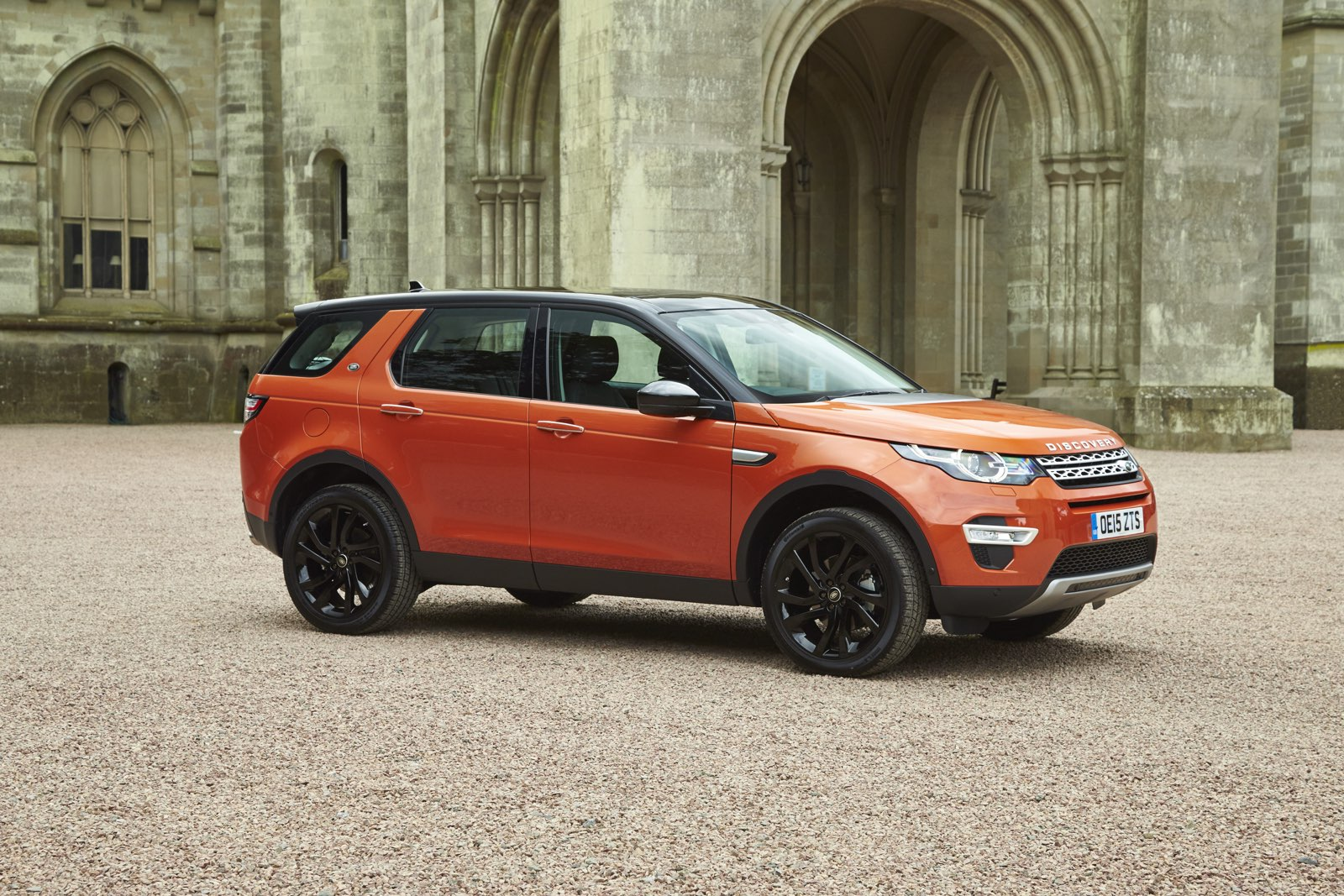 http://www.musclecarszone.com/wp-content/uploads/2015/12/2016-Land-Rover-Discovery-Sport-3.jpg