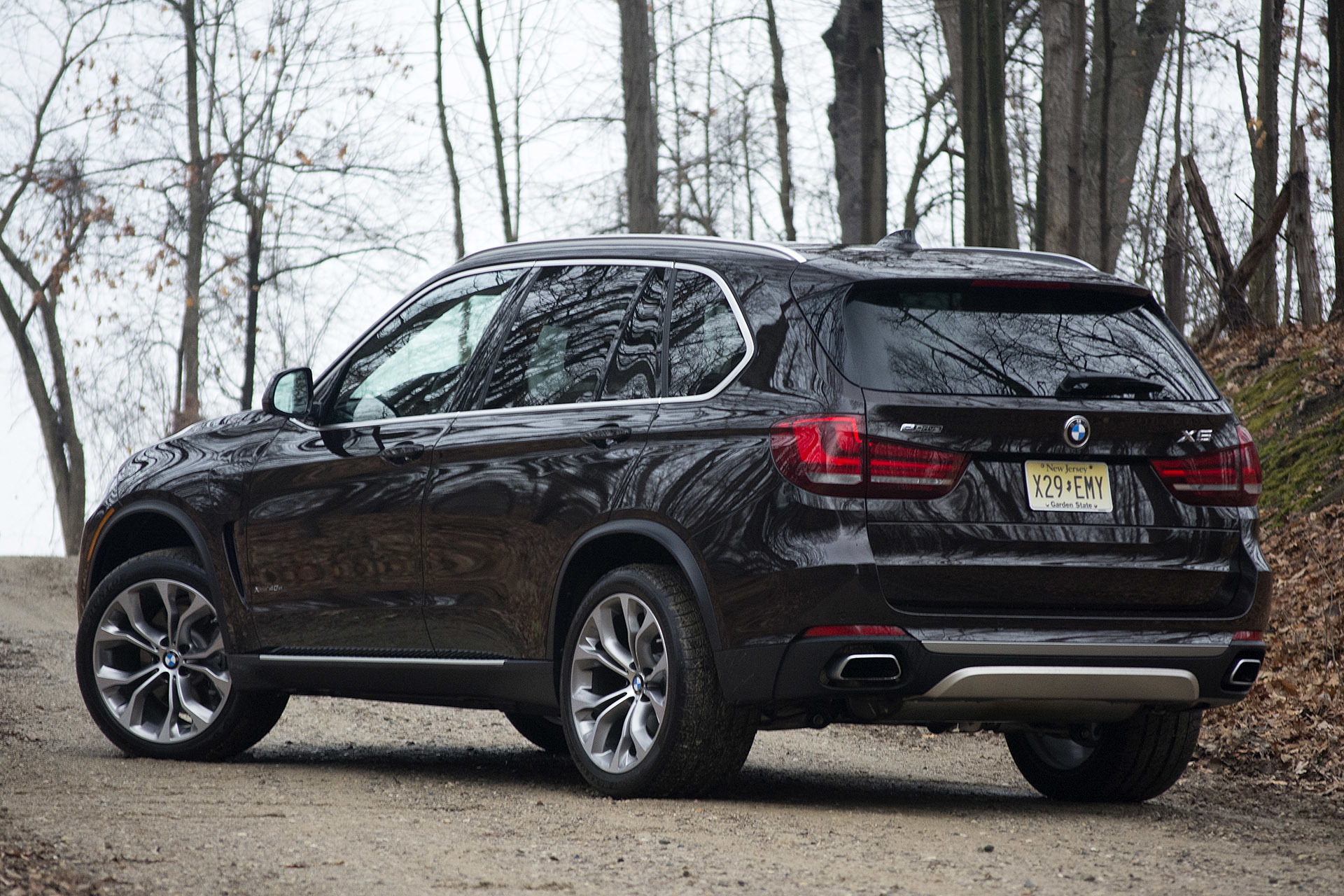 2016 bmw x5 xdrive40e is one powerful hybrid producing 308 hp. Black Bedroom Furniture Sets. Home Design Ideas